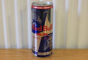 red-bull-energy-drink-can-hungary-limited-edition-air-race-peter-besenyeis